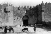 The Gate of Damascus in Jerusalem at the turn of the 2oth century