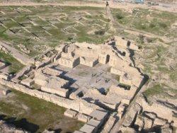 An ancient Persian palace in Bishapur.