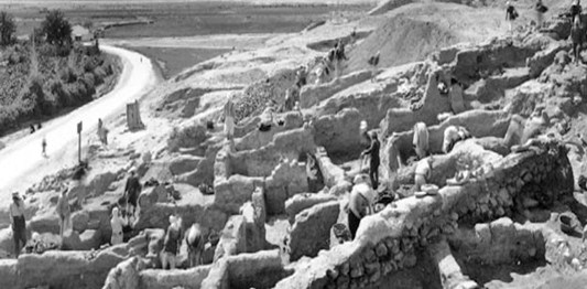 These walls from Jericho have been dated differently by John Garstang and Kathleen Kenyon, the two foremost archaeologists to study Jericho.
